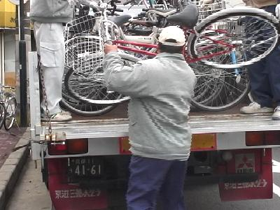 古都の路上を自転車が埋め尽くす